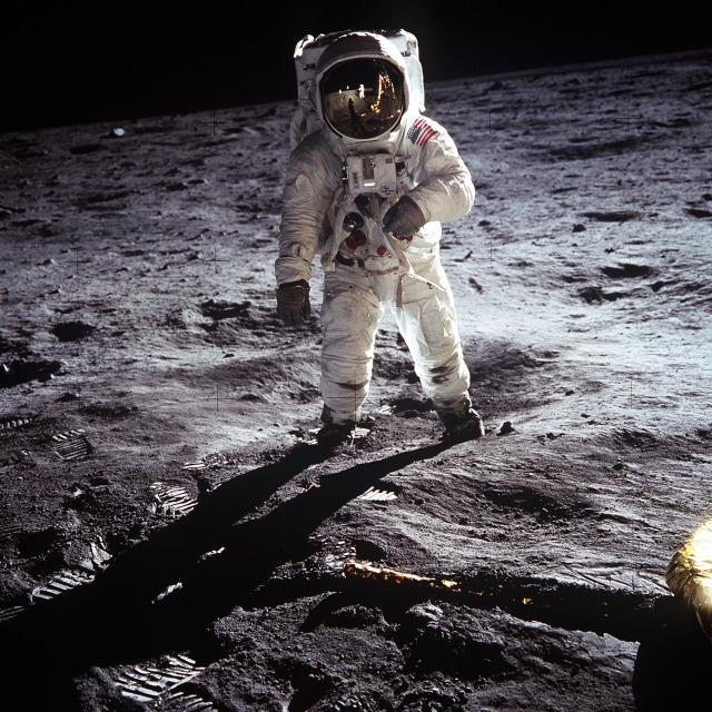 moon-landing-60582.jpg